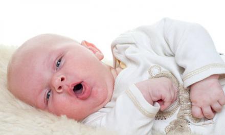 Toux : 8 astuces faciles pour soulager un bébé qui tousse