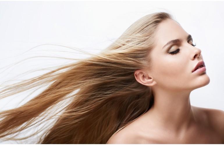 Remèdes secrets à base de plantes pour Cheveux fragiles, cassants : faire pousser un « casque d'or » sur son crâne