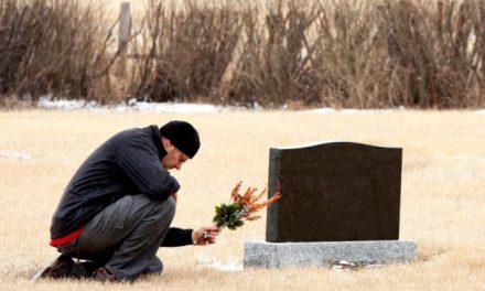 8 choses qui arrivent après la mort d'un parent ! Vous allez changer pour toujours