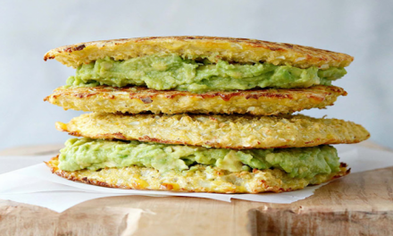 Sandwich au chou-fleur grillé et à l'avocat, sans gluten et tellement délicieux