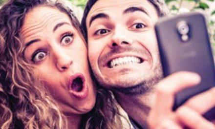 Les couples qui publient souvent sur Facebook sont très spéciaux d'après une étude