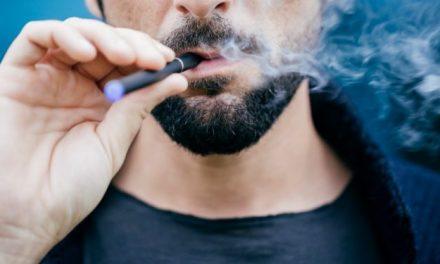 Les cigarettes électroniques sont dangereuses : elles augmentent le risque d'AVC de 70%